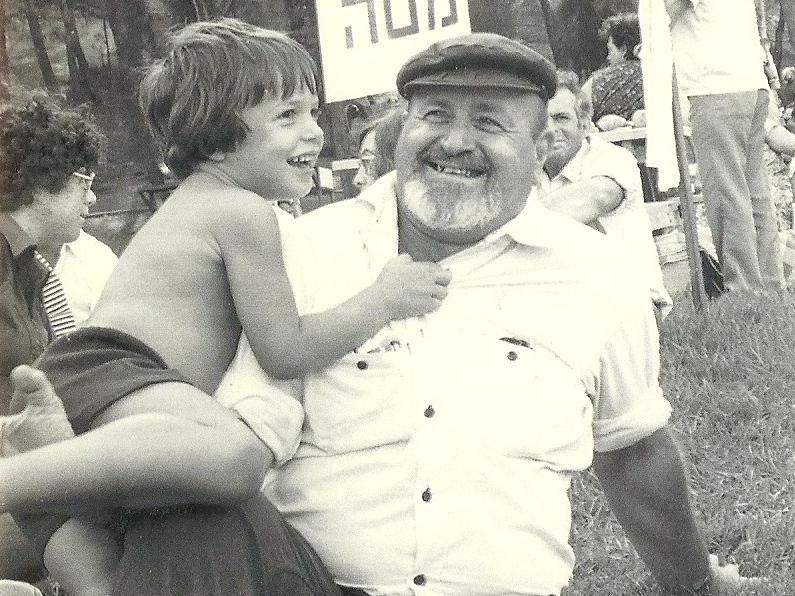 אבי ואני בילדותי
